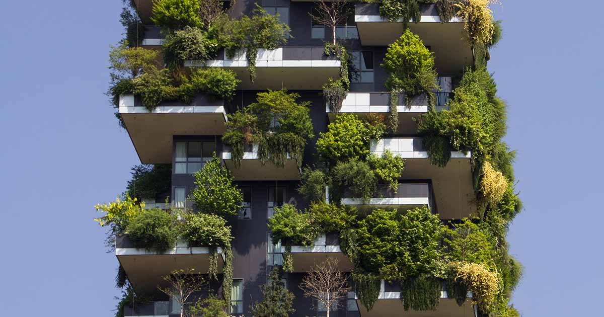 bosco verticale milano, esempio di architettura bioclimatica in italia