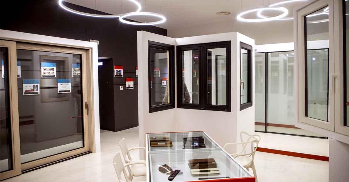 showroom di infissi in alluminio alsistem calabria