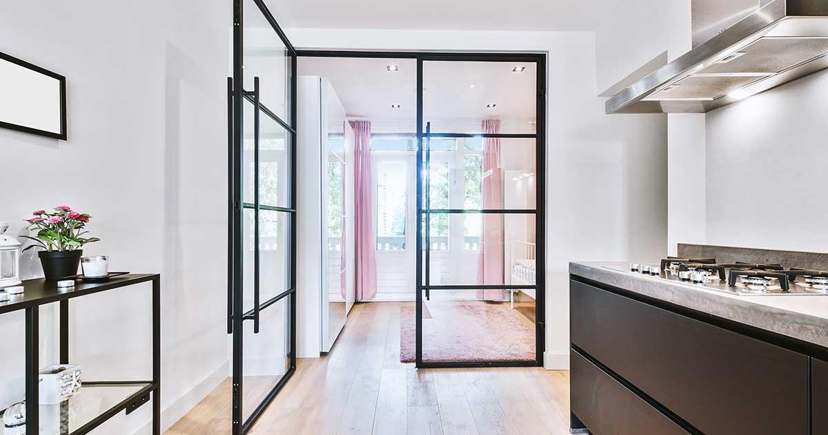 porta interna in alluminio e vetro di design