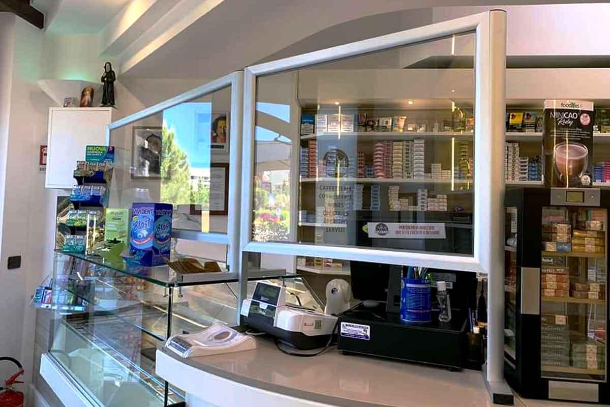 barriere parafiato in alluminio e plexiglass per tabaccai e attività commerciali