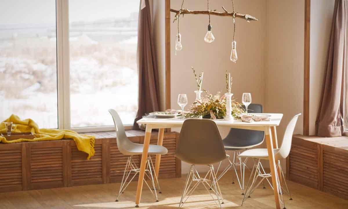 Colore infissi serramenti delicato in un soggiorno stile scandinavo