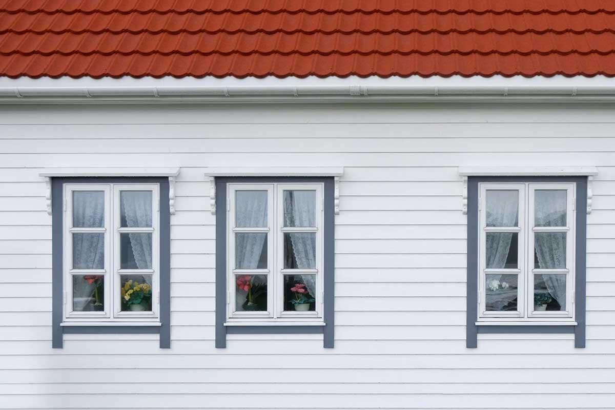 Finestre in alluminio bianche apertura esterna