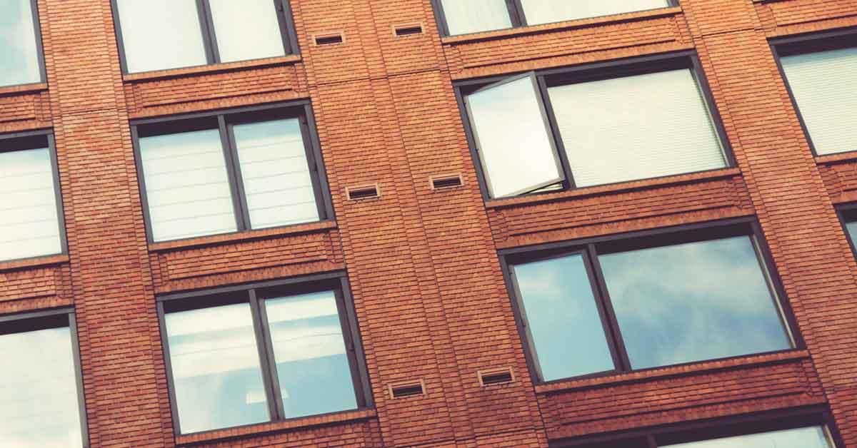 condominio con finestre monoblocco
