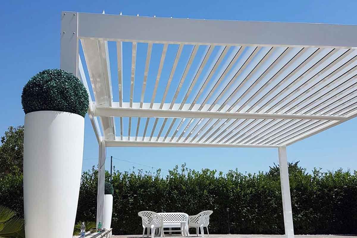 Pergola Bioclimatica Oversun in alluminio bianco