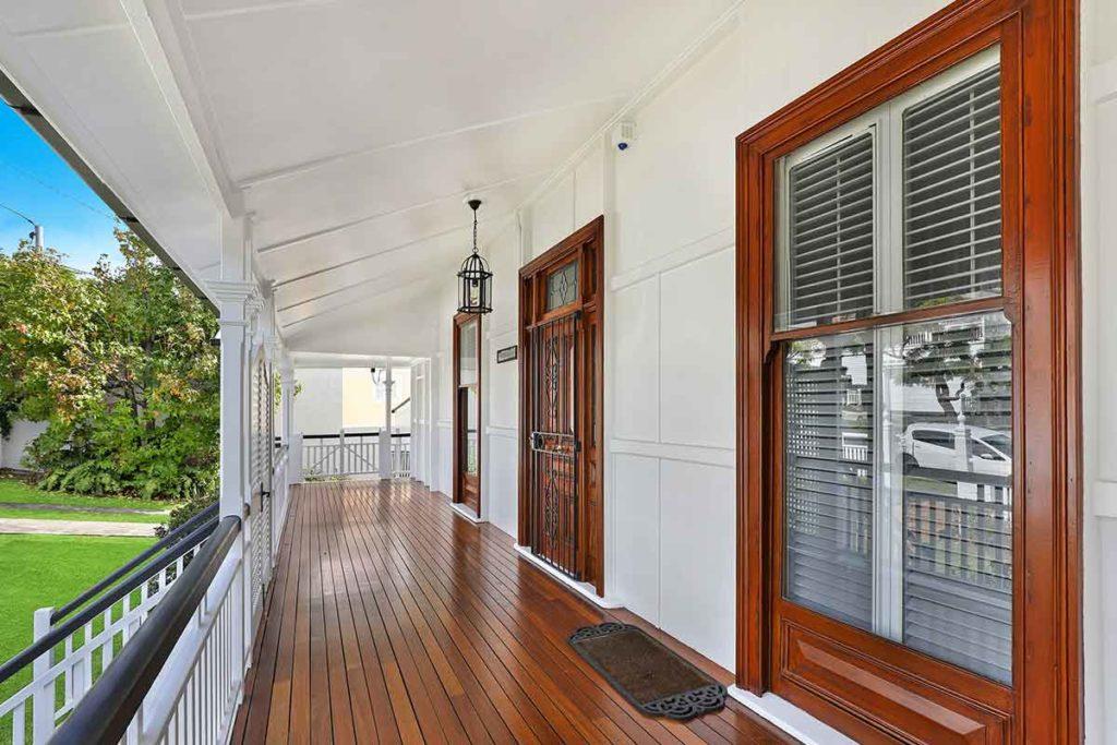 Porte finestre per casa in legno in alluminio effetto legno