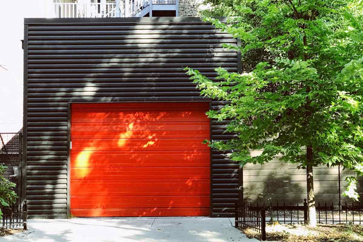 Porte per garage in alluminio rossa