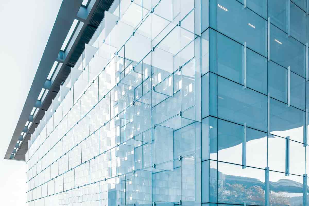 facciata continua di un edificio progettata secondo le norme relative alla statica